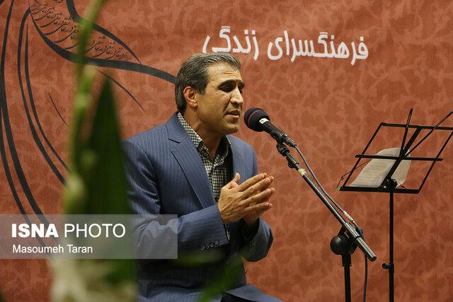 «جاوید عباسی فلاح»، در گفتگو با شهاب زنجان از حال و روز هنر آواز می گوید: نغمه های ناخوش/ خواننده های مشهور بدون توانمندی در آواز به سمت تصنیف خوانی روی آورده اند