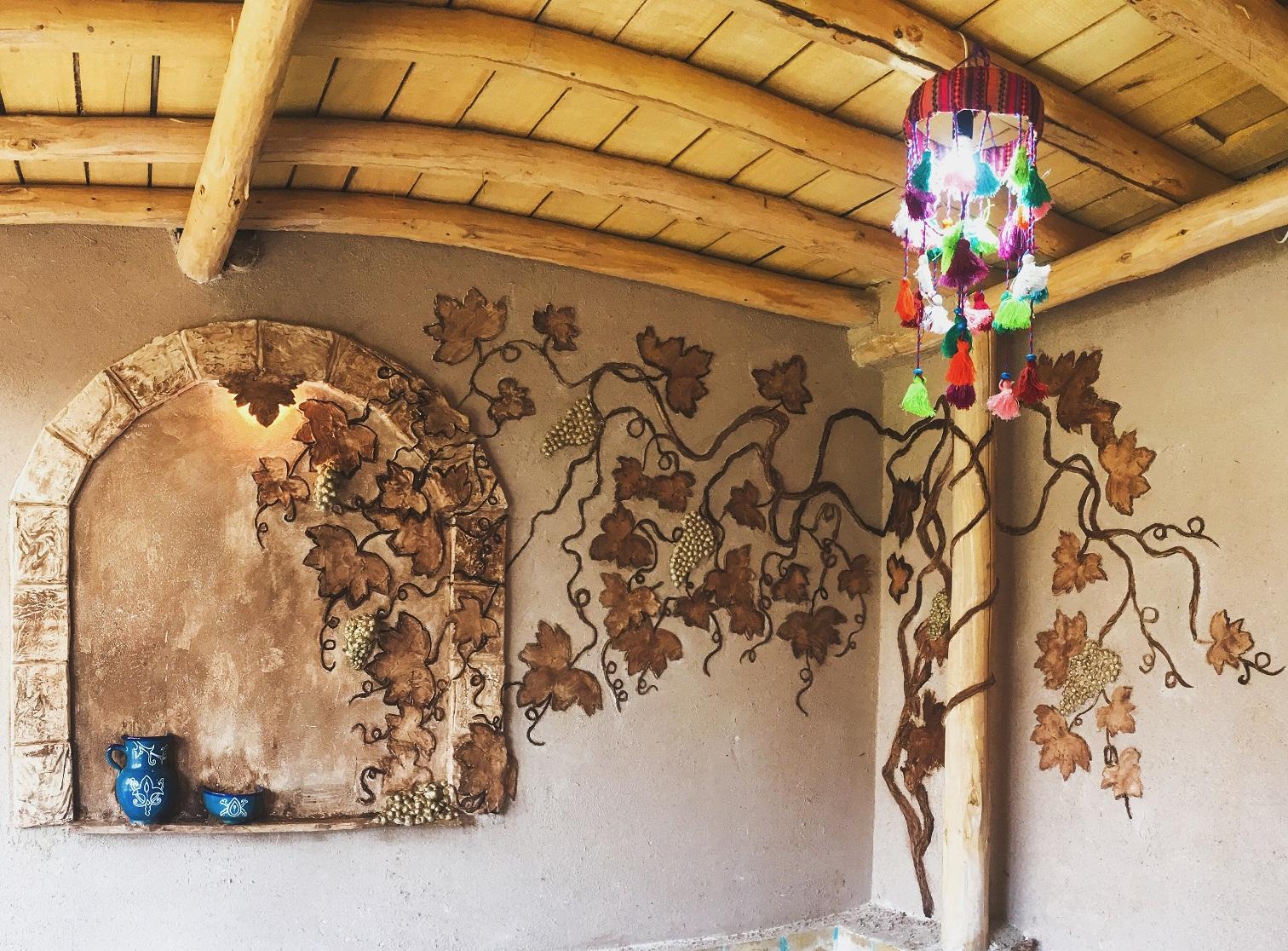 طرح های ناب روی دیوارهای کاروانسرای سلطان زنجان