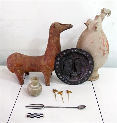 کشف اشیاء تاریخی سفالی با قدمت هزاره اول پیش از میلاد
