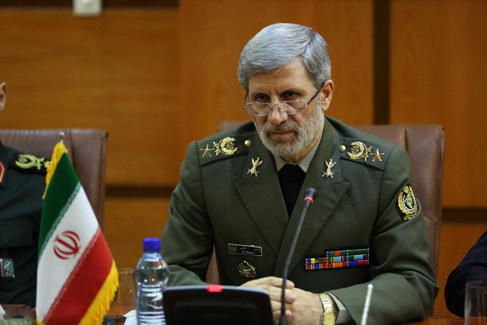 وزیر دفاع: با تقویت تولید فشار دشمن به فرصت تبدیل می شود