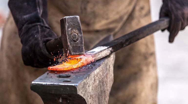 نگاهی به تاریخ یک صنعت قدیمی در زنجان؛ داغ سرد آهنگران