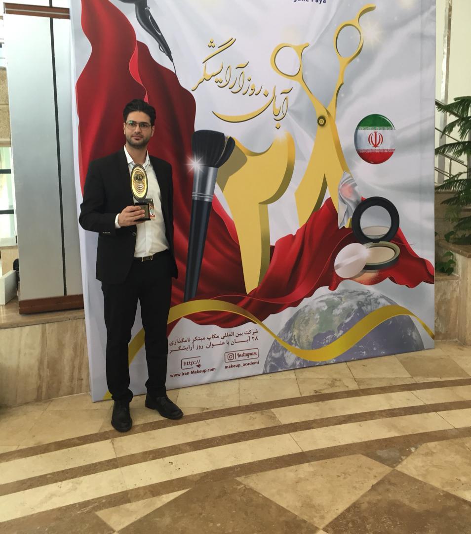 برای پنجمین سال متوالی؛ آرایشگر زنجانی تندیس طلایی پیرایشگران مردانه کشور را صاحب شد